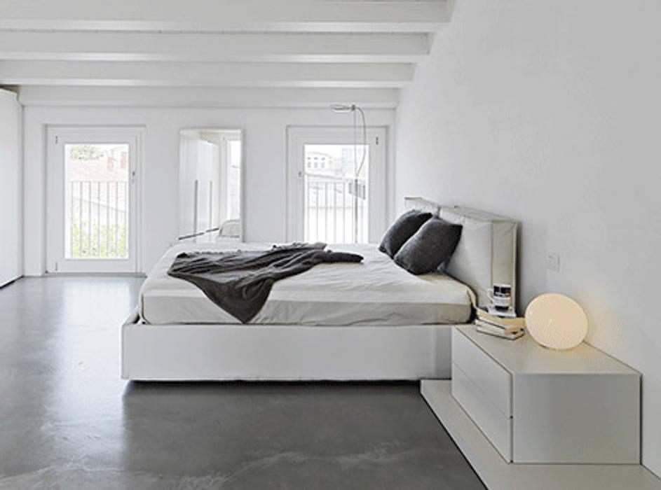 Chambre minimaliste par Homemate GmbH Minimaliste