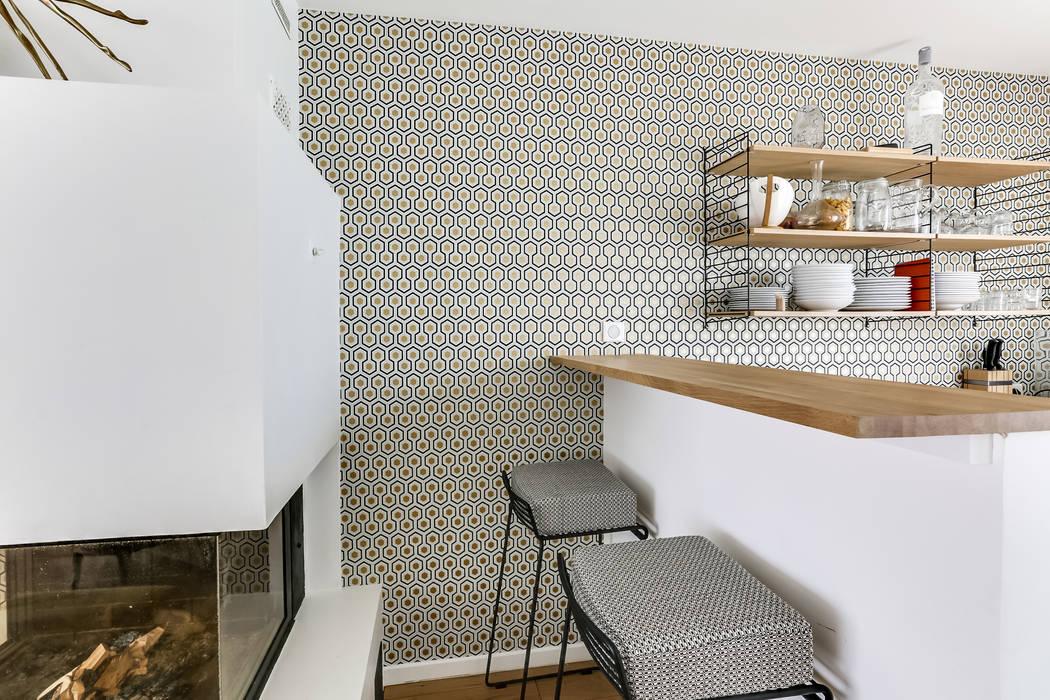 Cuisine ouverte sur le salon : Cuisine de style de style Moderne par Decorexpat