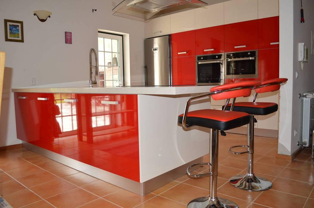 Vista de frente da cozinha Cozinhas modernas por Ansidecor Moderno Derivados de madeira Transparente
