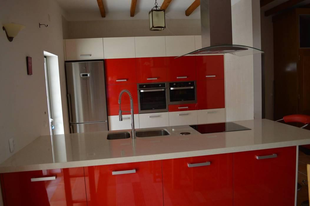 Vista da cozinha Cozinhas modernas por Ansidecor Moderno Derivados de madeira Transparente