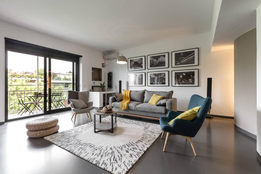 Casa MC - Relooking: Soggiorno in stile  di Architrek,
