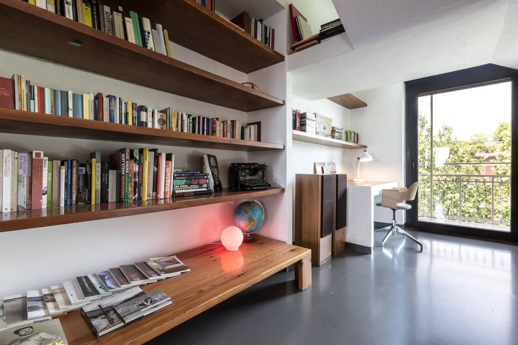 Casa MC - Relooking Soggiorno moderno di Architrek Moderno