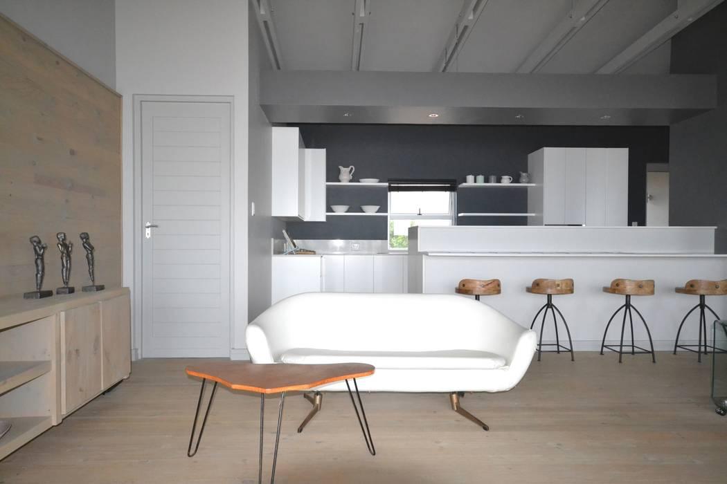 Home Renovation Nieuwoudt Architects Cocinas de estilo ecléctico Madera Blanco