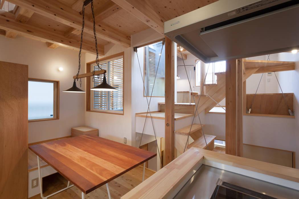 スーパースキップフロアハウス オリジナルデザインの ダイニング の 株式会社グランデザイン一級建築士事務所 オリジナル 木 木目調