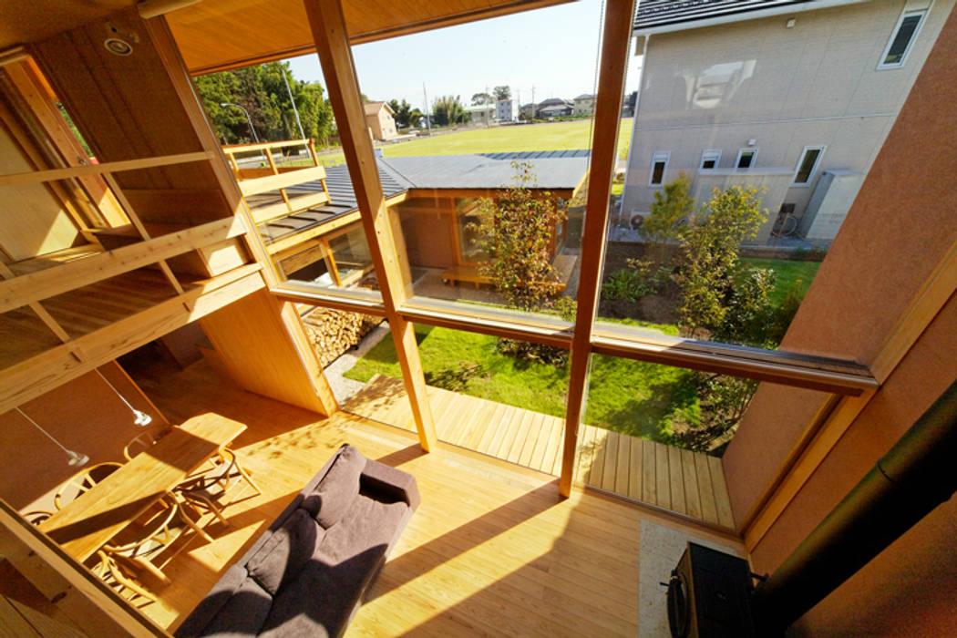 下古山・中庭のある家: 中山大輔建築設計事務所/Nakayama Architectsが手掛けたリビングです。,オリジナル
