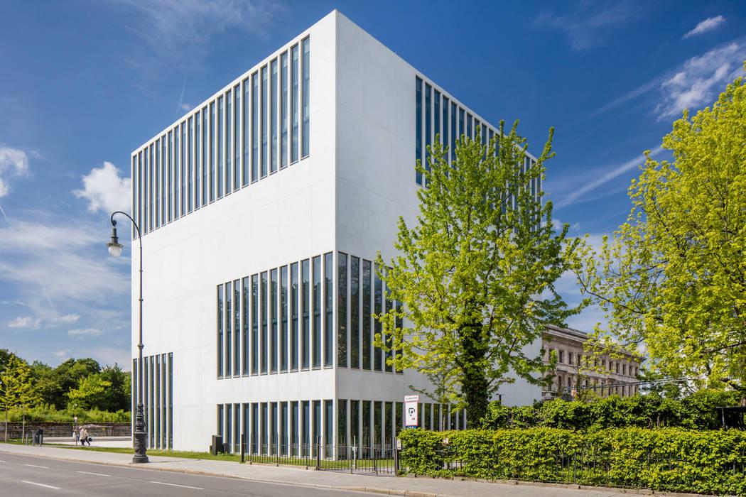 DOKUZENTRUM MÜNCHEN SICHTKREIS.COM Architekturfotografie Berlin Minimalistische Museen Beton Weiß