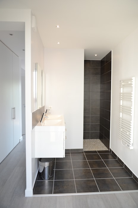 Salle de bain moderne gris anthracite et blanc salle de bain ...
