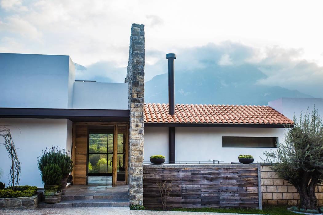 Fachada frontal, acceso principal Casas modernas de ICAZBALCETA Arquitectura y Diseño Moderno