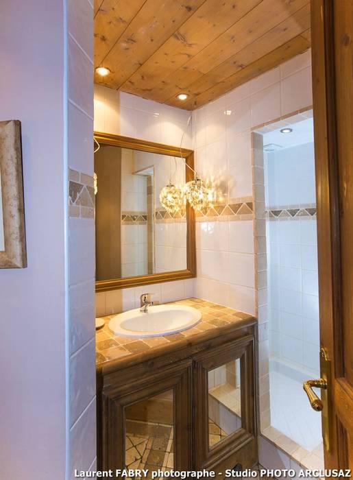 Chalet de montagne à méribel, alpes, savoie: salle de bains de style ...