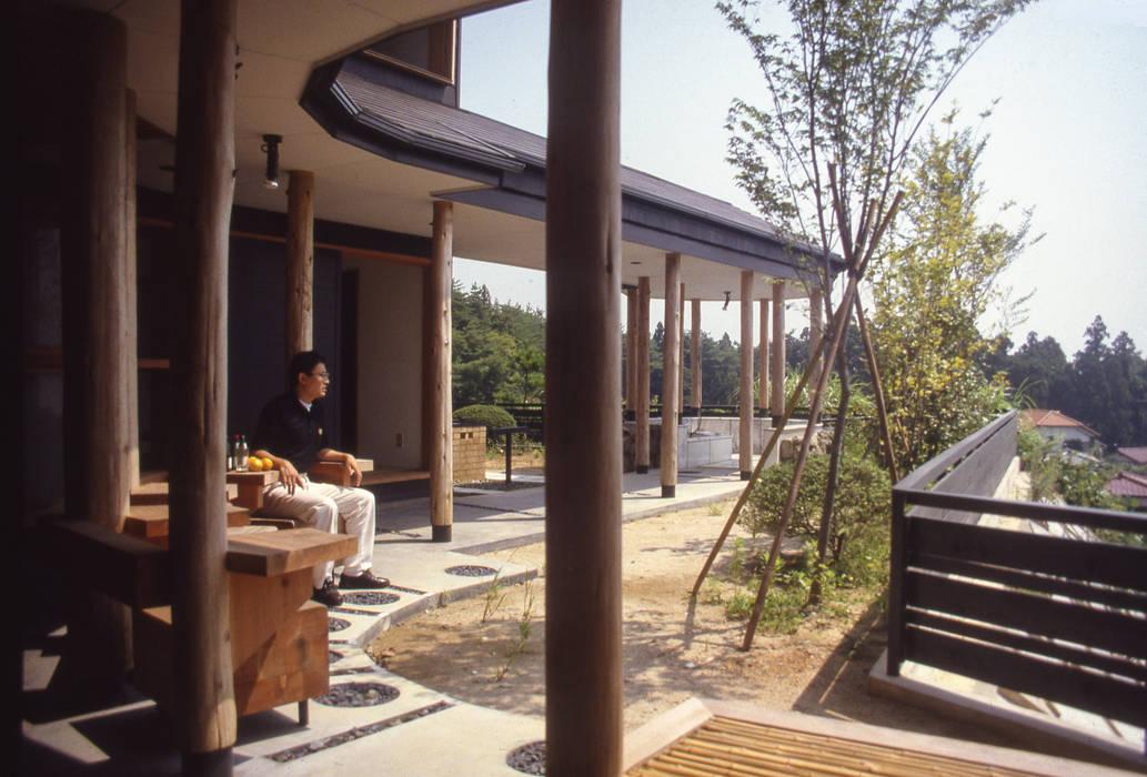 Vườn phong cách chiết trung bởi (株)独楽蔵 KOMAGURA Chiết trung