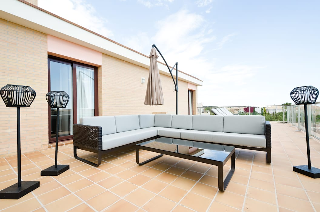 Balconies, verandas & terraces  by Simple Taste Interiors,