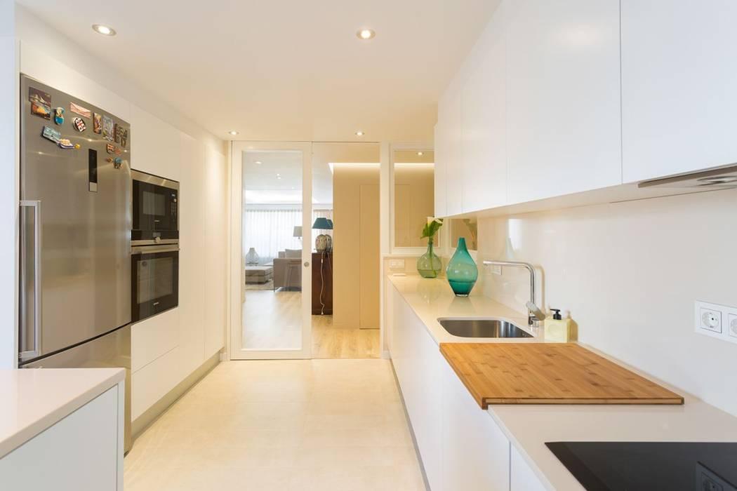 Reforma vivienda estilo nórdico en A Coruña: Cocinas de estilo  de GESTION INTEGRAL DE PROYECTOS DEL NOROESTE S.L.