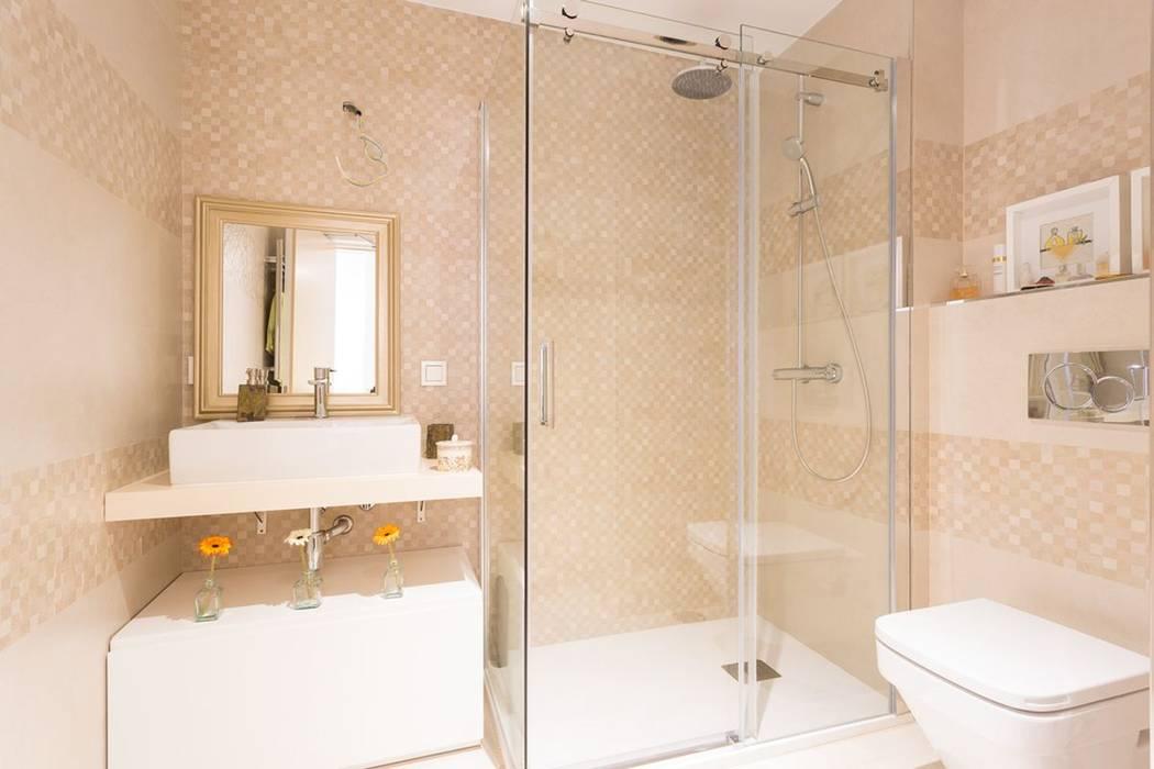 Salle de bain scandinave par GESTION INTEGRAL DE PROYECTOS DEL NOROESTE S.L. Scandinave