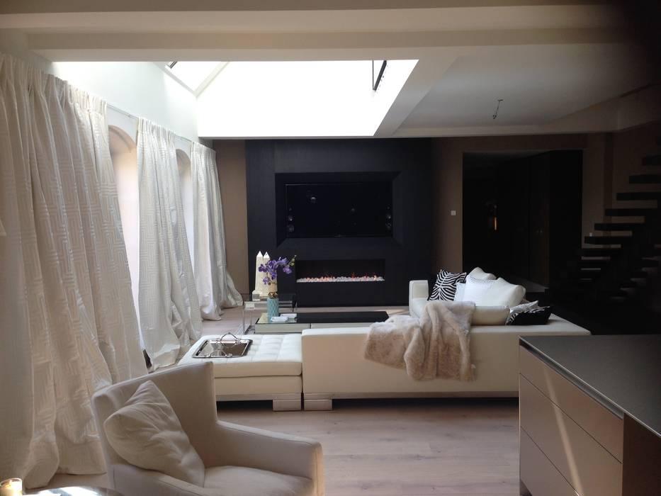 Wohnzimmergestaltung mit sidebaord freistehend offener treppe und ...