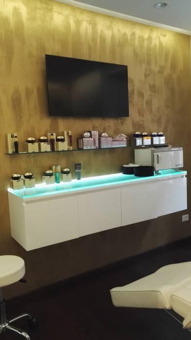 VIP ROOM: Negozi & Locali commerciali in stile  di BAGUA