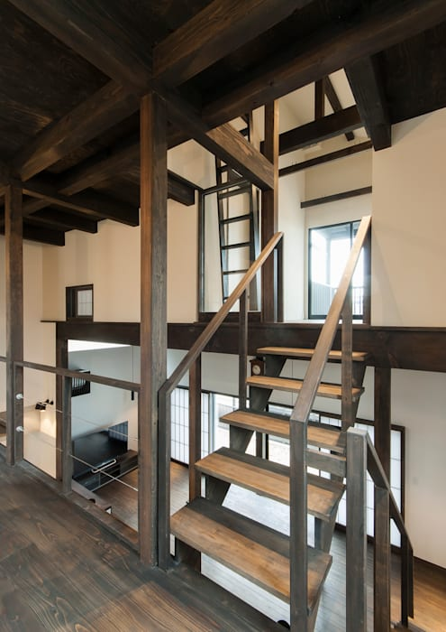 Pasillos y hall de entrada de estilo  por 森村厚建築設計事務所, Asiático Madera Acabado en madera