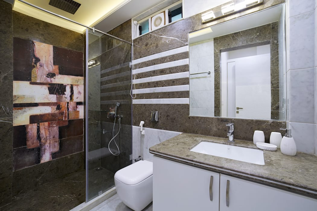 SADHWANI BUNGALOW:  Bathroom by Square 9 Designs,