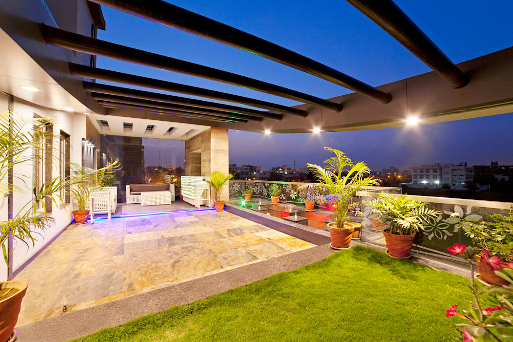 SADHWANI BUNGALOW:  Garden by Square 9 Designs,Modern