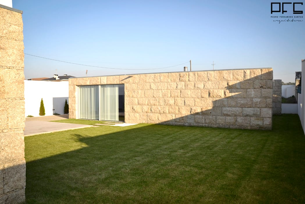 CASA RM_PÓVOA DE VARZIM_2013 Casas minimalistas por PFS-arquitectura Minimalista