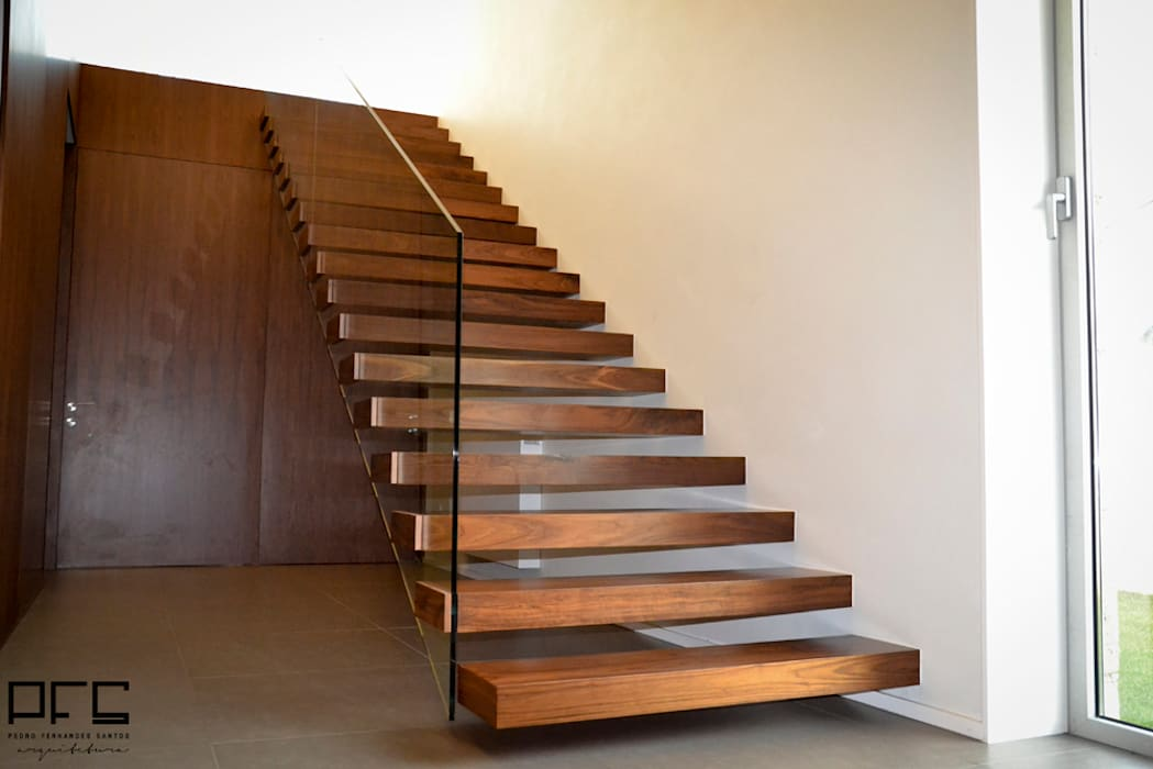 CASA RM_PÓVOA DE VARZIM_2013 Corredores, halls e escadas minimalistas por PFS-arquitectura Minimalista