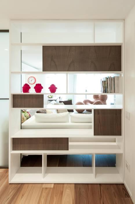 Коридор, прихожая и лестница в стиле минимализм от Studio Associato Casiraghi Минимализм Дерево Эффект древесины