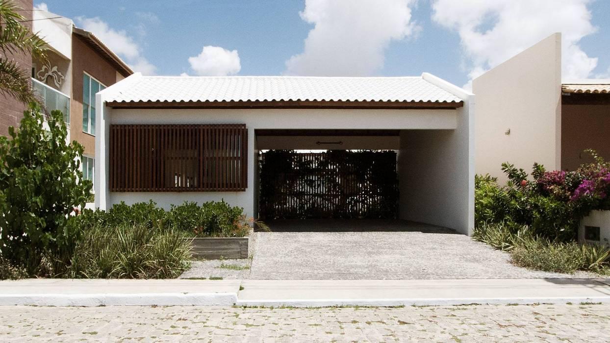 Rumah oleh Coletivo de Arquitetos, Minimalis