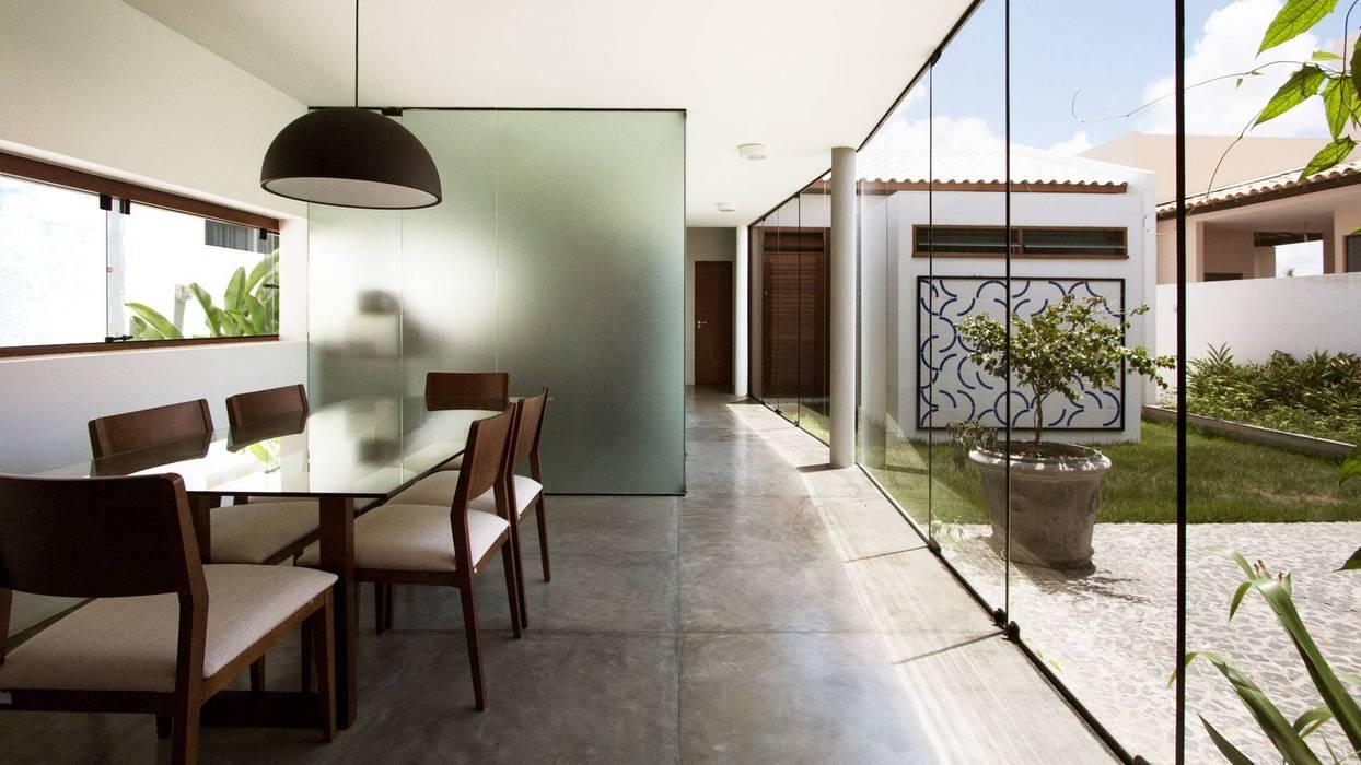 RESIDÊNCIA PÁTIO ARUANA Casas minimalistas por Coletivo de Arquitetos Minimalista