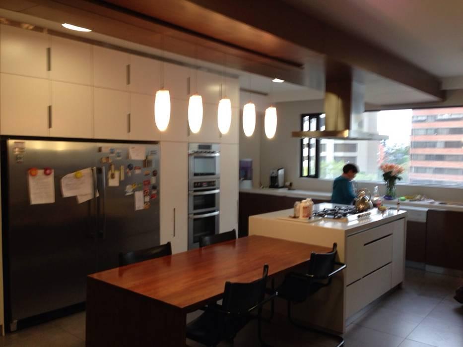 Cocinas de estilo moderno de La Carpinteria - Mobiliario Comercial Moderno