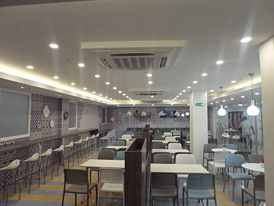 Imagen Interior: Clínicas de estilo  por AV arquitectos,
