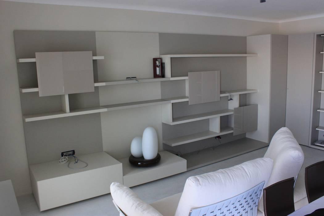 Camera Da Letto Con Boiserie : Zona living con boiserie e contenitori u2013 finitura laccato: camera da