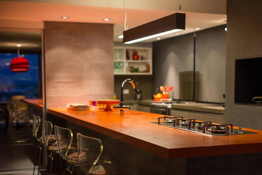Casa La Plage Cozinhas modernas por Stemmer Rodrigues Moderno