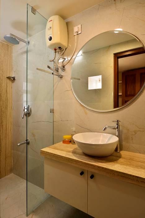 homify Modern bathroom Marble Beige