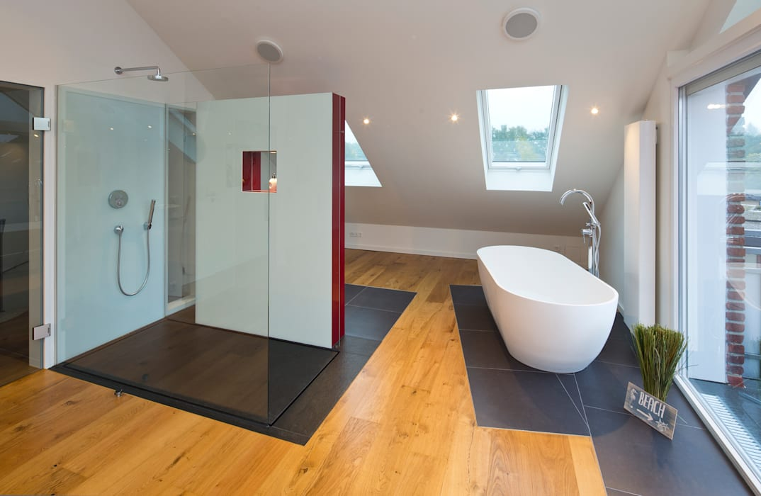 baqua - innovative Badlösungen - die neue Art zu Duschen / bodenebene Duschen Moderne Badezimmer von natursteinwolf GmbH & Co. KG - die natursteinmanufaktur Modern Glas