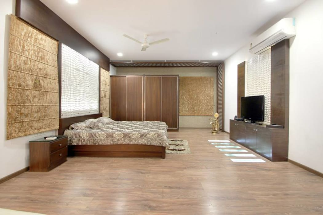 Bedroom: modern Bedroom by Interior Shapes & Designs