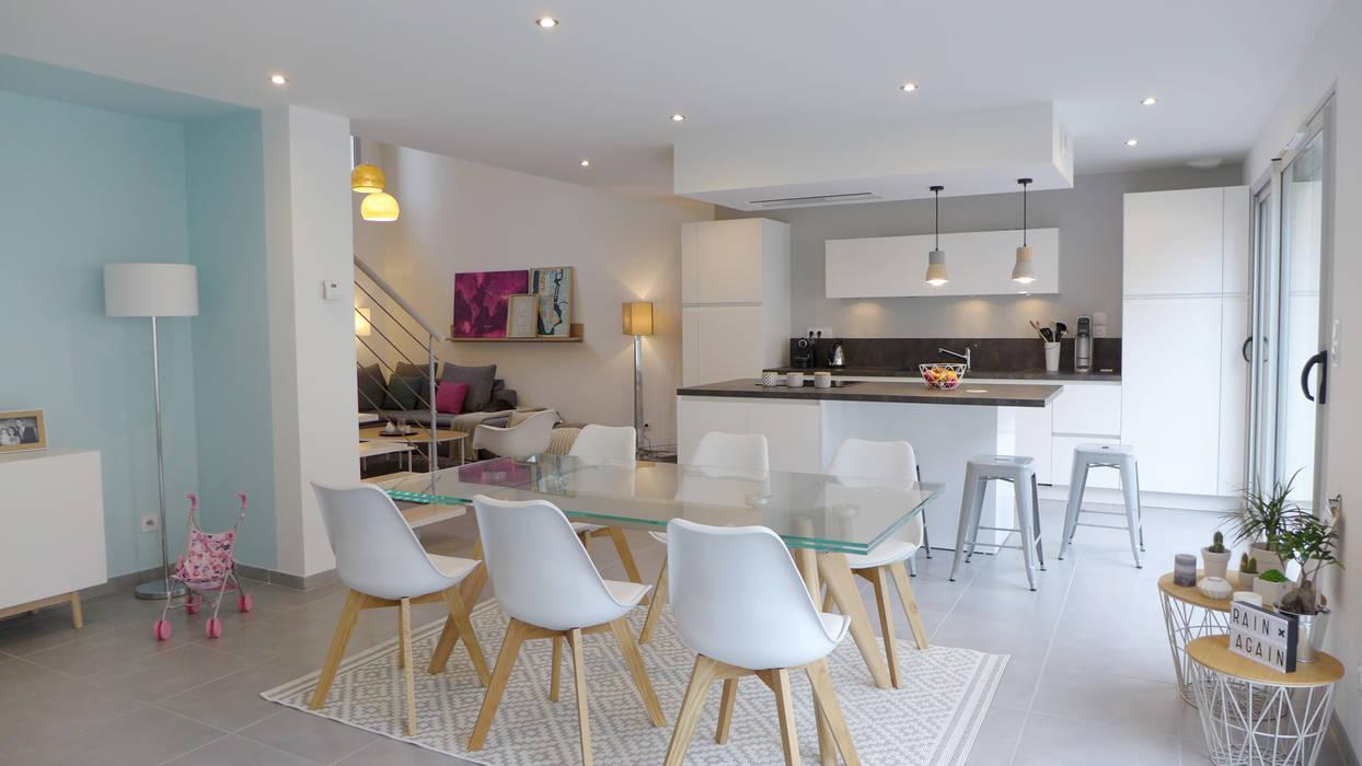 Un intérieur au style scandinave.: Salle à manger de style  par Skéa Designer
