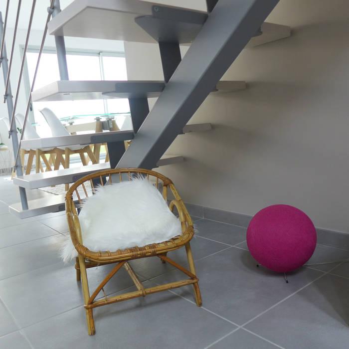 Un fauteuil pour les petits.: Salon de style de style Scandinave par Skéa Designer