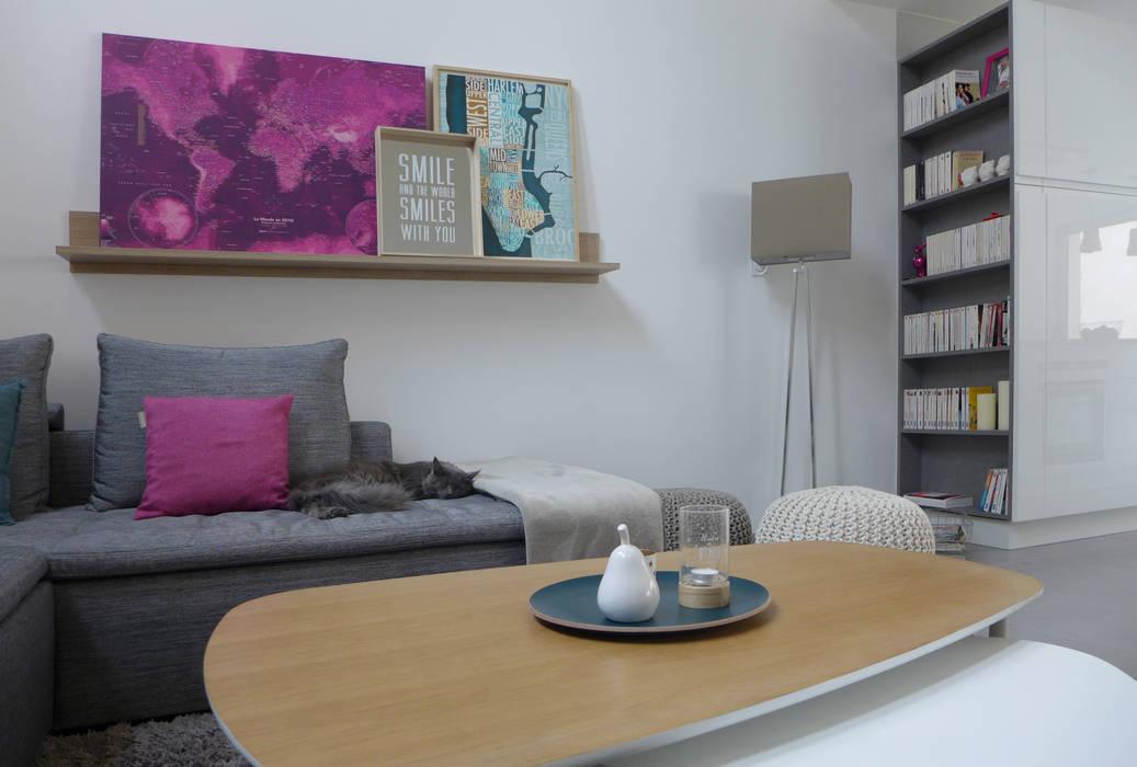 Deux tables gigognes.: Salon de style  par Skéa Designer