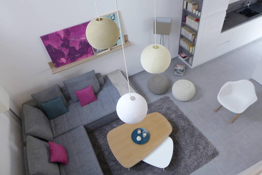 Le séjour depuis le deuxième étage.: Salon de style de style Scandinave par Skéa Designer