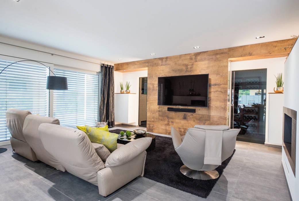 Repräsentativer wohnraum mit wein-lagerung moderne ...
