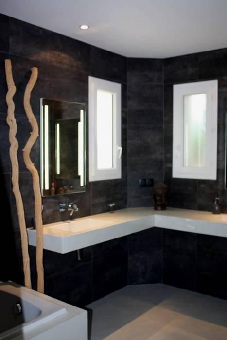 plan vasque salle de bain en béton ciré Marius Aurenti: Salle de bains de style  par A Fleur de Chaux