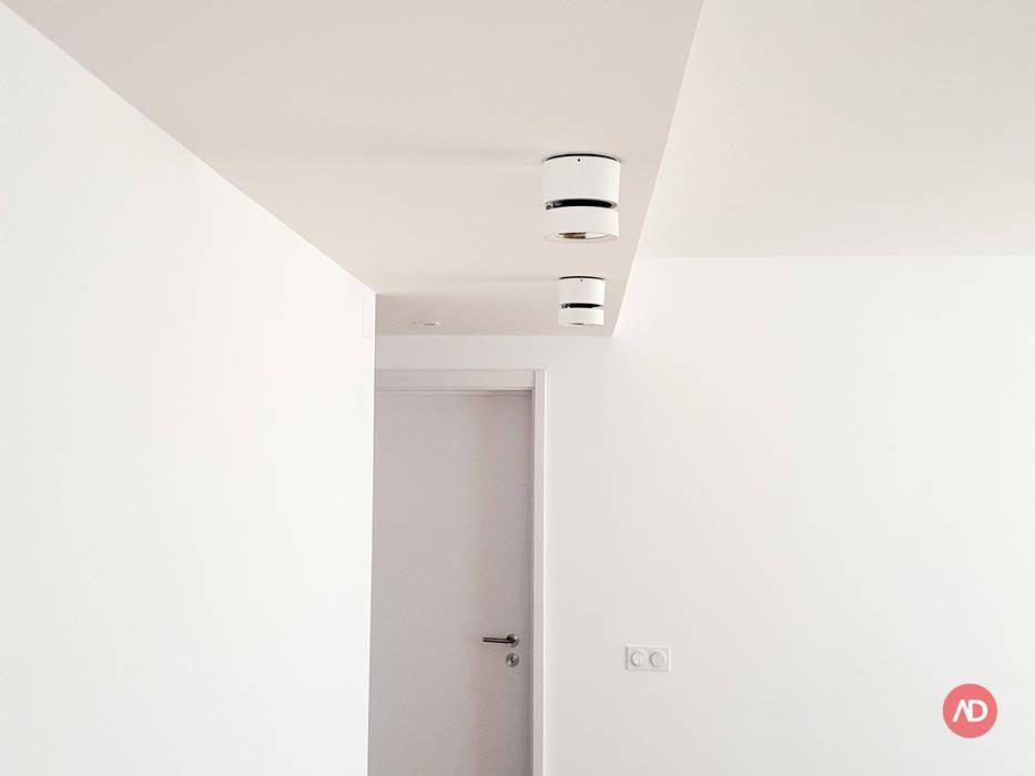 Remodelação Apartamento: Salas de estar  por ARCHDESIGN | LX