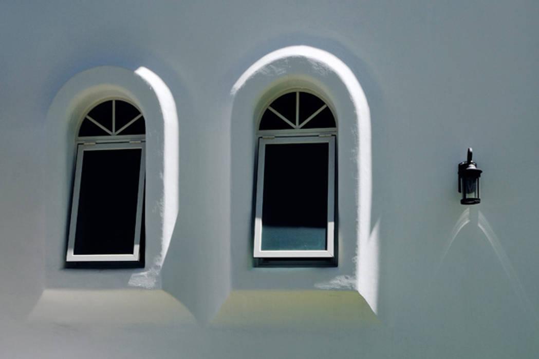 Colonial style windows & doors by Excelencia en Diseño Colonial Bricks
