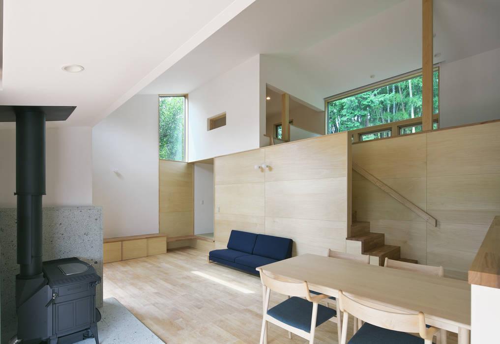Livings de estilo moderno de かんばら設計室 Moderno Madera Acabado en madera
