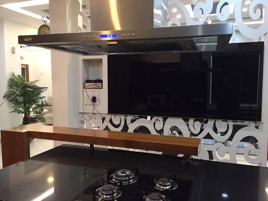 Architectural work and interior Modern kitchen by Square Designs Modern