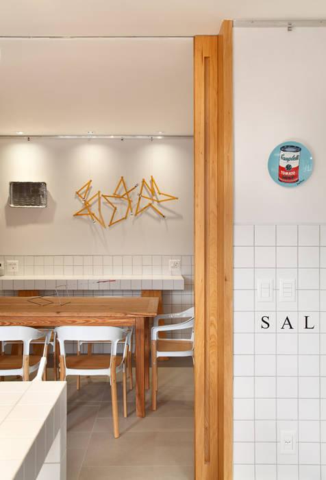 Apartamento Mar a Mar Modern Dining Room by Gisele Taranto Arquitetura Modern