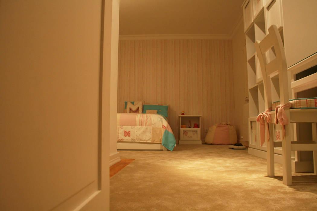 Quarto de menina Quartos de criança ecléticos por Oficina Rústica Eclético Madeira maciça Multicolor