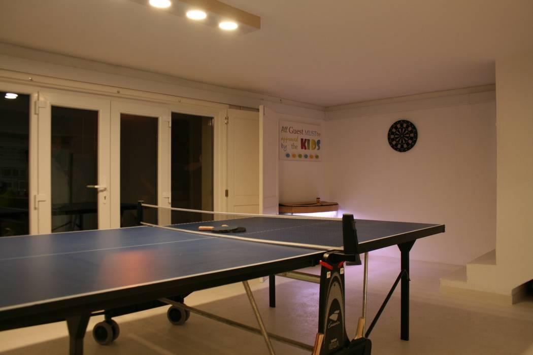 Espaço de Brincar Salas de estar ecléticas por Oficina Rústica (OFR Unipessoal Lda) Eclético Madeira Acabamento em madeira