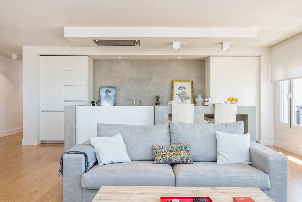 Living room by Espacios y Luz Fotografía,