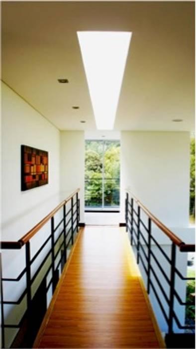 Imagen interior Pasillos, vestíbulos y escaleras de estilo moderno de AV arquitectos Moderno Concreto