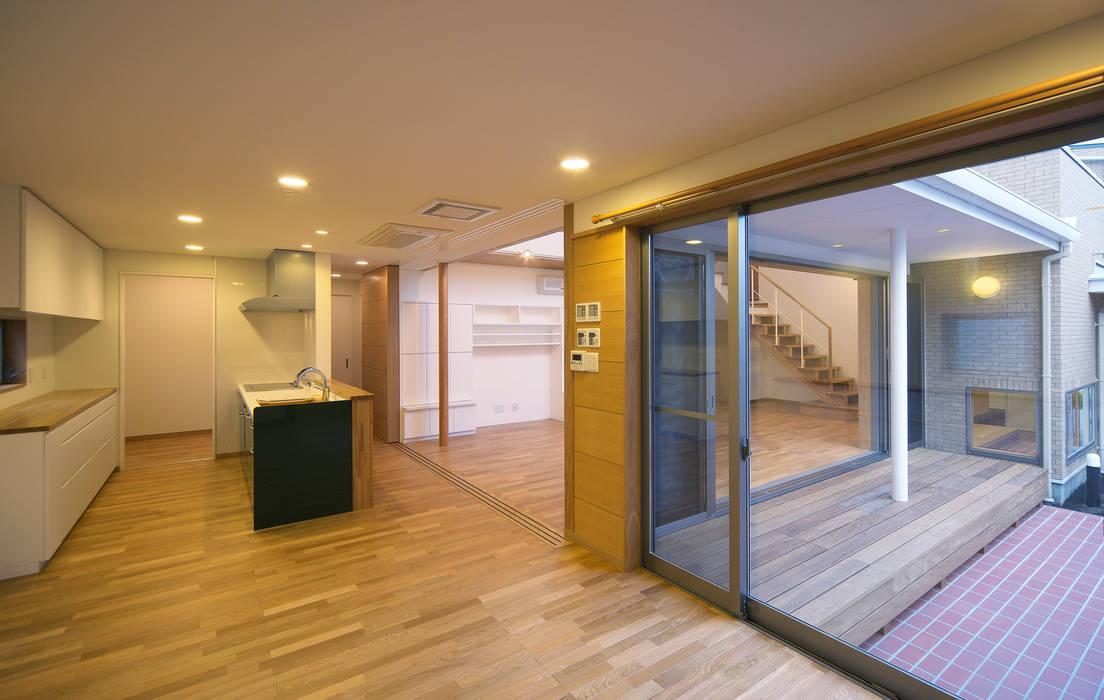 家族を守るコートハウス オリジナルデザインの ダイニング の かんばら設計室 オリジナル